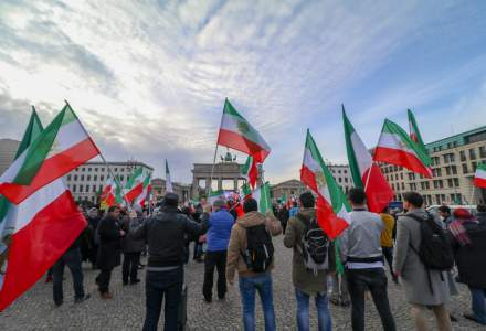 Fortele de ordine din iran au tras cu munitie de razboi in protestatari