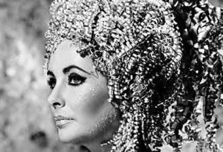 O rochie de mireasa apartinand lui Liz Taylor, evaluata la 50.000 de lire sterline