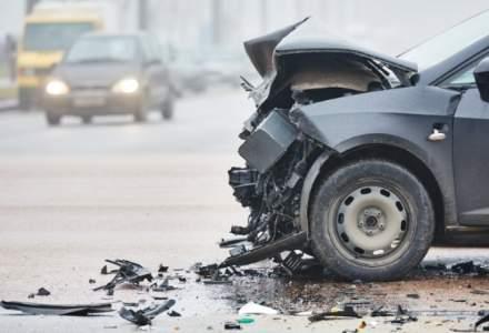 """Asiguratorii acuza service-urile auto ca au transformat politele RCA intr-o """"vaca de muls"""""""