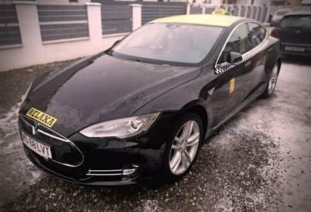 Un roman a decis sa faca taxi cu o Tesla Model S