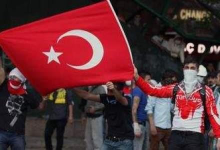 PROTESTELE DIN TURCIA. Manifestantii continua sa sfideze Guvernul la Istanbul si Ankara