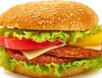McDonald's le da romanilor...