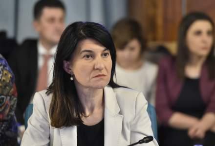 Violeta Alexandru, despre cazul liftierei de la minister: Contractul cu firma expirase; nu e nevoie ca cineva sa apese pe buton