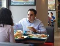 La pranz cu managerul de 25...