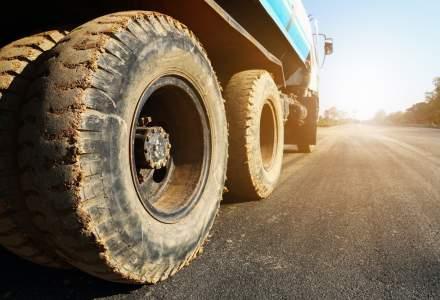 Cum polueaza cu praf camioanele firmelor detinute de Primaria Bucuresti chiar sub ochii Gabrielei Firea