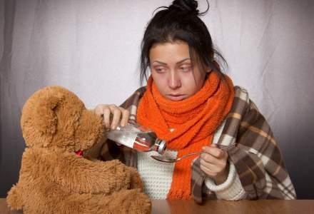 REPORTAJ Cum se trateaza romanii de raceala si gripa. Antibioticele si tuica fiarta, la mare cautare