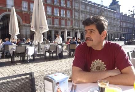 INTERVIU cu Radu Paraschivescu, scriitorul care a transformat in carte o replica a Vioricai Dancila