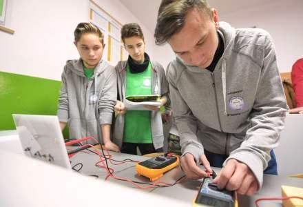 Cum fac practica intr-un laborator electric de ultima generatie elevii unui liceu din Jibou