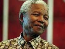 Nelson Mandela ramane in...
