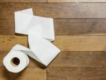 Bătaie pe hârtie igienică la...