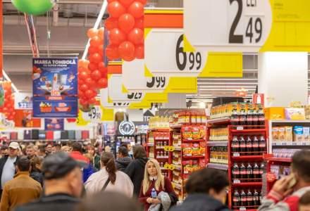 ANPC: Supermarketurile AU stocuri de alimente de bază și de produse dezinfectante, deși cererea e mare