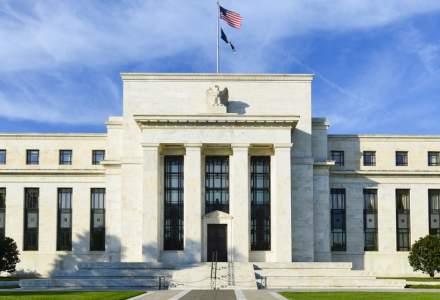 Rezerva Federală a SUA injectează 700 mld. dolari și reduce dobânzile