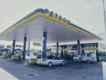 Petrom a ieftinit carburantii