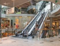 În prima fază mall-urile sau...