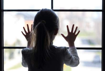 Psiholog: Atenție la cei mici, în izolare! Copiii pot prelua din grijile și temerile adulților