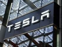 Elon Musk amenință că mută...