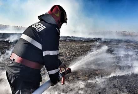 Şase hectare de vegetaţie uscată din Galați au ars într-un incendiu izbucnit de la o ţigară aruncată