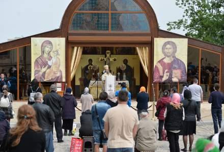 Regulile privind accesul în lăcaşele de cult: slujbele în interior se desfășoară cu maximum 16 persoane
