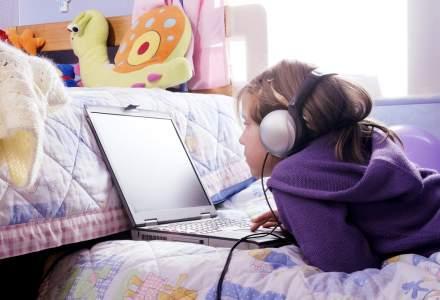 Carantina s-a încheiat, școala online continuă. Ce categorii de părinți sunt cele mai afectate de mutarea în online