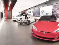 O nouă reprezentanță Tesla,...