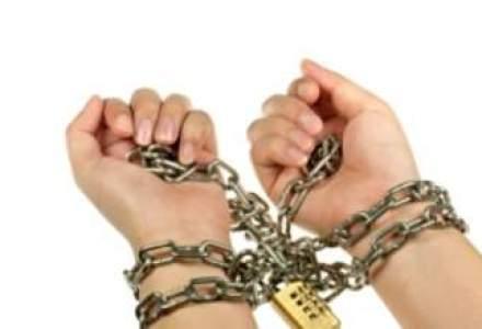 Un director Hidroelectrica si un fost membru din Consiliul de Supraveghere, arestati preventiv pentru 29 de zile