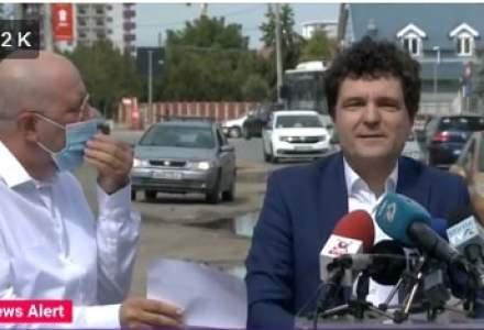 Viceprimarul Capitalei, Aurelian Bădulescu, nu îl lasă pe Nicușor Dan, candidatul PNL, să susțină o conferință de presă