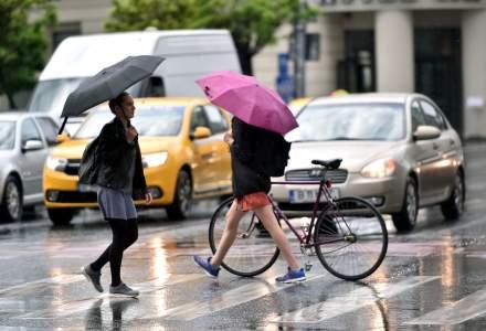 Prognoză specială pentru Bucureşti: Averse, descărcări electrice şi vijelii, până marţi dimineaţa