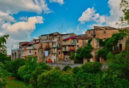 Ce mai fac italienii în post-pandemie: case de vânzare la doar UN EURO