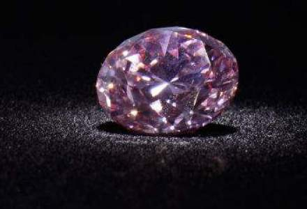 Cel mai mare diamant portocaliu din lume este scos la licitatie