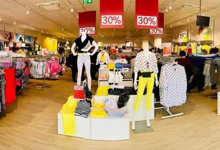 """""""Carantina"""" hainelor în magazine: Hainele probate, ținute separat 48 de ore"""
