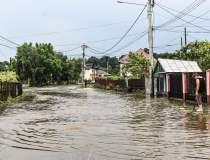 Inundaţii în 90 de localităţi...