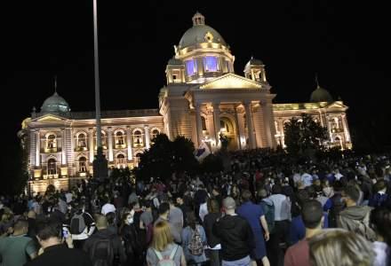 Proteste violente în Serbia după ce preşedintele a luat decizia de a reimpune starea de urgenţă din cauza pandemiei