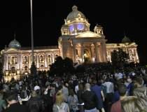 Proteste violente în Serbia...