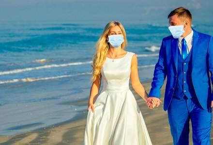 Nuntă în pandemie: Cum este și cât costă să te căsătorești în acestă vară pe o plajă din Grecia