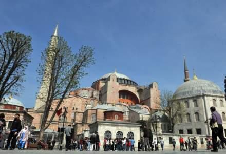 Fosta catedrală creştină Sfânta Sofia din Istanbul devine moschee