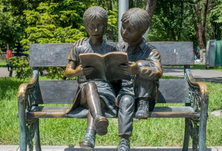 Statuile din București își caută familie adoptivă