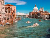 La Repubblica: Italia ia în...