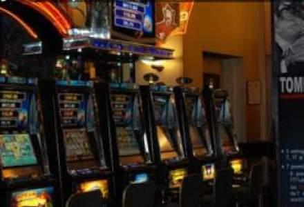 """Forfetarul la """"pacanele"""": salile de jocuri vor plati anual 200 de euro pe aparat"""