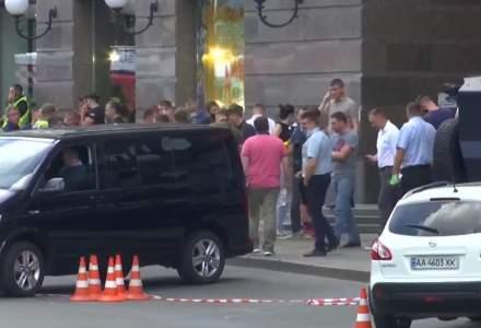 Un bărbat care susține că are o bombă la el s-a baricadat într-o bancă din Kiev