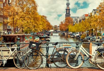 Purtarea măştii, obligatorie la Amsterdam şi Rotterdam în contextul dublării numărului de infecţii