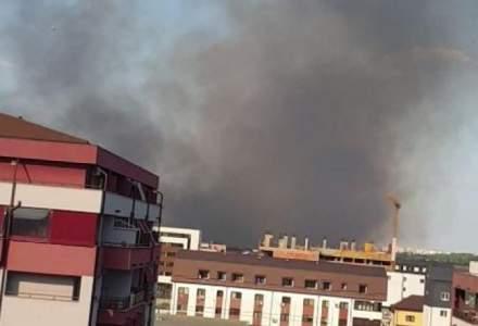 Un puternic incendiu de vegetație a izbucnit în zona Ghencea