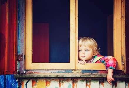 Cinci riscuri la care este supus copilul mic când este dus în locuri supraaglomerate
