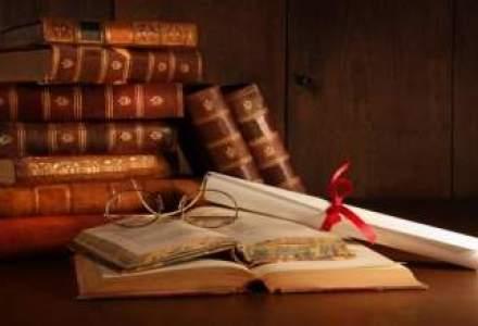 "Cele mai furate carti din librarii in 2013: Lucian Boia, Andrei Plesu si Dan Puric, cei mai ""vanati"""