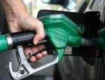 Benzina, mai scumpa cu 77 de...
