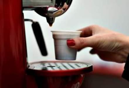 Cea mai populara gustare? Romanii beau mai putin de o ceasca de cafea pe zi