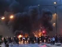Proteste violente într-un...