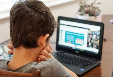 """Aproape 40% dintre elevii dintr-o localitate """"roșie"""" din România nu au laptopuri sau internet pentru școala online"""