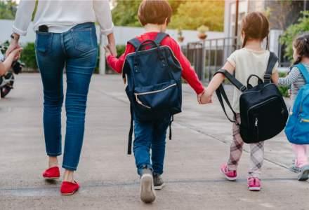 Înainte de începerea școlilor, copiii români primesc mai mulți bani de la părinții aflați la muncă în străinătate