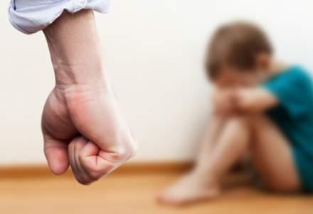RAPORT: 9 din 10 copii abuzaţi din România sunt victime ale membrilor familiei