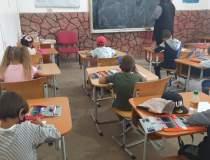 165 de elevi din Iași învață...